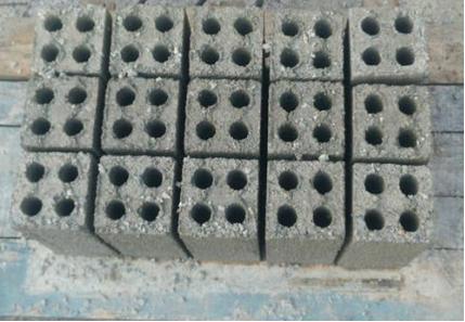 gạch bê tông 4 lỗ 2